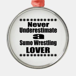 Ne sous-estimez jamais l'amant de lutte de sumo ornement rond argenté