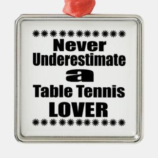 Ne sous-estimez jamais l'amant de ping-pong ornement carré argenté