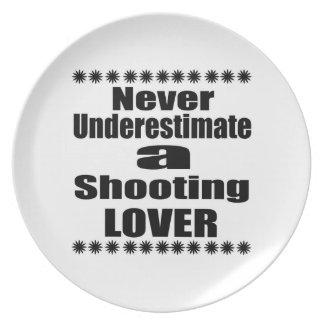 Ne sous-estimez jamais l'amant de tir assiette