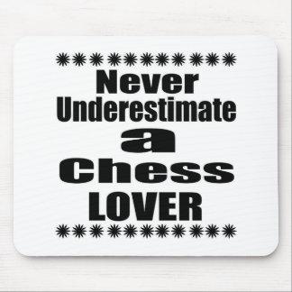 Ne sous-estimez jamais l'amant d'échecs tapis de souris
