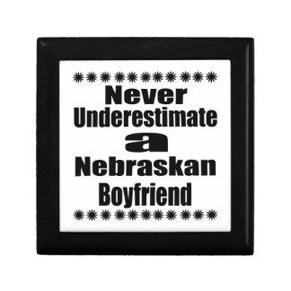 Ne sous-estimez jamais l'ami de Nebraskan Petite Boîte À Bijoux Carrée
