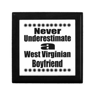 Ne sous-estimez jamais l'ami de Virginian Petite Boîte À Bijoux Carrée