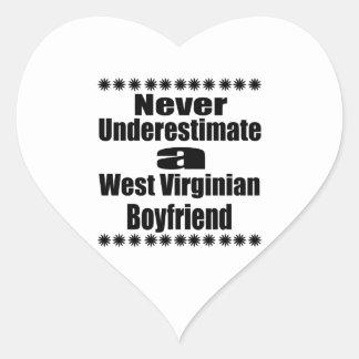 Ne sous-estimez jamais l'ami de Virginian Sticker Cœur