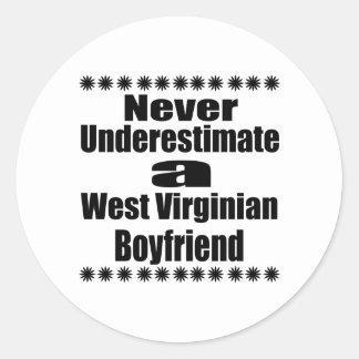 Ne sous-estimez jamais l'ami de Virginian Sticker Rond