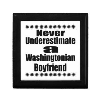 Ne sous-estimez jamais l'ami de Washingtonian Petite Boîte À Bijoux Carrée