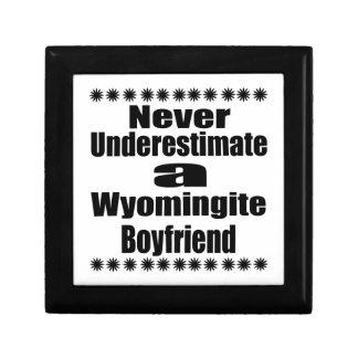 Ne sous-estimez jamais l'ami de Wyomingite Petite Boîte À Bijoux Carrée