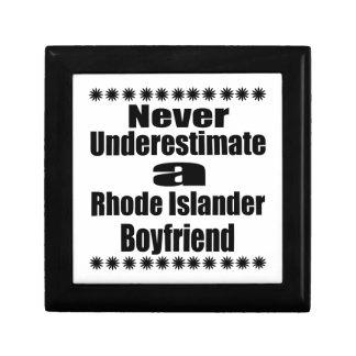 Ne sous-estimez jamais l'ami d'insulaire de Rhode Petite Boîte À Bijoux Carrée