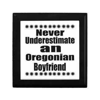 Ne sous-estimez jamais l'ami d'Oregonian Petite Boîte À Bijoux Carrée