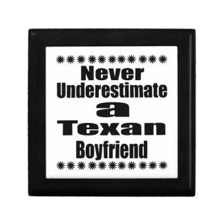 Ne sous-estimez jamais l'ami texan petite boîte à bijoux carrée
