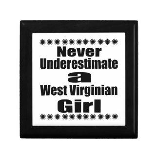 Ne sous-estimez jamais l'amie de Virginian Petite Boîte À Bijoux Carrée