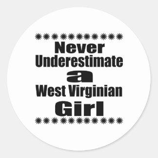 Ne sous-estimez jamais l'amie de Virginian Sticker Rond