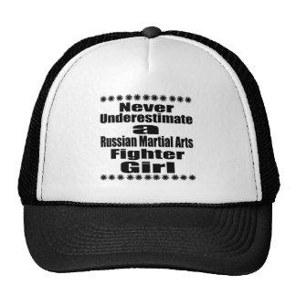 Ne sous-estimez jamais le combattant russe d'arts casquettes