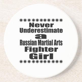 Ne sous-estimez jamais le combattant russe d'arts dessous de verre
