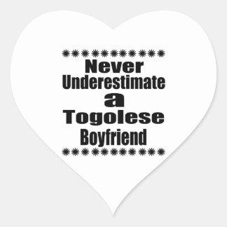 Ne sous-estimez jamais un ami togolais sticker cœur