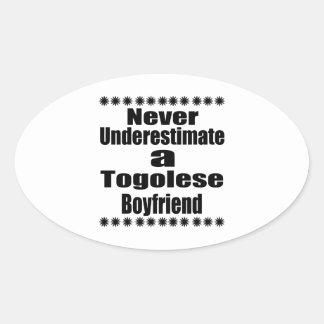 Ne sous-estimez jamais un ami togolais sticker ovale