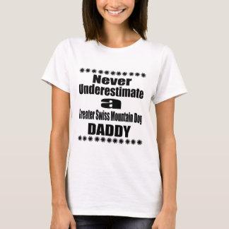 Ne sous-estimez jamais un plus grand papa suisse t-shirt