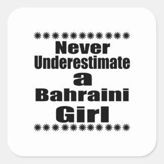 Ne sous-estimez jamais une amie bahreinite sticker carré