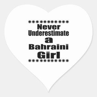 Ne sous-estimez jamais une amie bahreinite sticker cœur