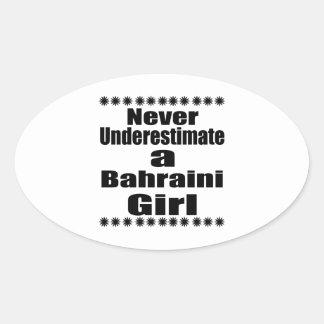 Ne sous-estimez jamais une amie bahreinite sticker ovale
