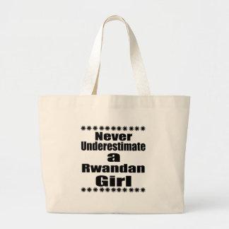 Ne sous-estimez jamais une amie rwandaise grand sac