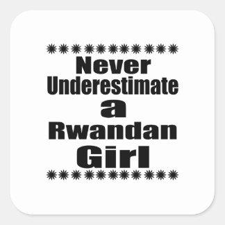 Ne sous-estimez jamais une amie rwandaise sticker carré