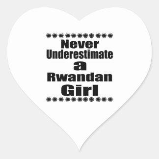 Ne sous-estimez jamais une amie rwandaise sticker cœur