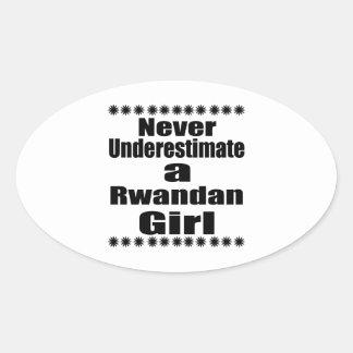 Ne sous-estimez jamais une amie rwandaise sticker ovale