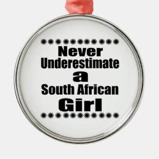 Ne sous-estimez jamais une amie sud-africaine ornement rond argenté