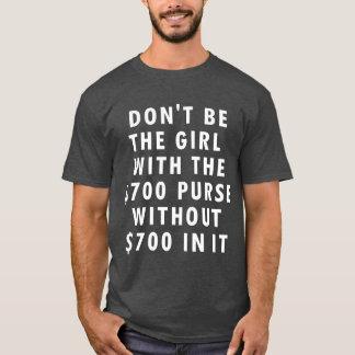 Ne soyez pas la fille avec la bourse $700 sans t-shirt