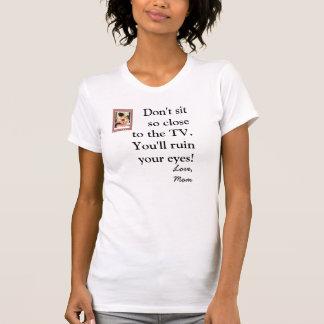 Ne vous reposez pas si proche de la TV. T-shirt