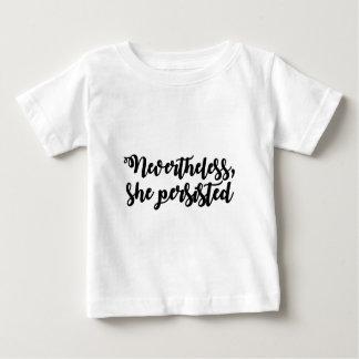 Néanmoins, elle a persisté t-shirt pour bébé