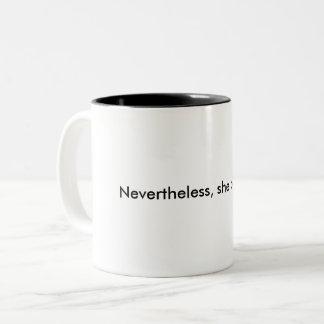 Néanmoins, elle a persisté tasse de café