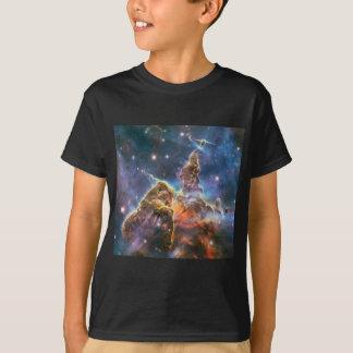 Nébuleuse d'espace lointain d'image de Hubble T-shirt