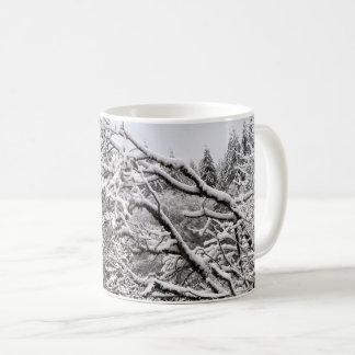 Neige sur la tasse des branches 11oz