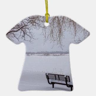 Neige tombée fraîche ornement t-shirt en céramique