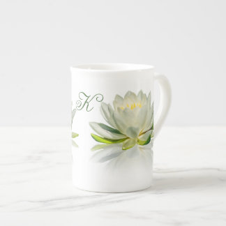 Nénuphar avec le monogramme personnalisable mug