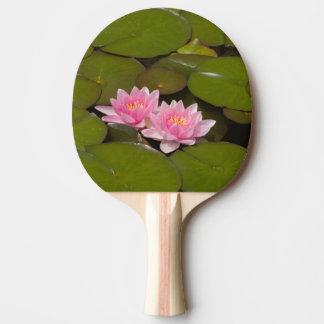 Nénuphars fleurissants raquette tennis de table