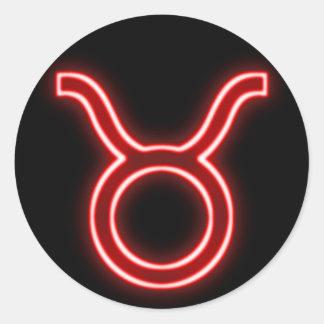 Néon rouge lumineux - Taureau le signe d'étoile de Sticker Rond