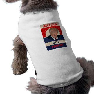 N'importe qui mais atout t-shirt pour chien
