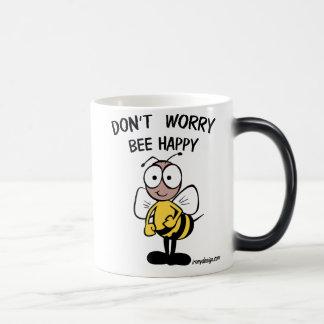 N'inquiétez pas l'abeille heureuse mug magic