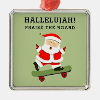 Noël faisant de la planche à roulettes ornement carré argenté
