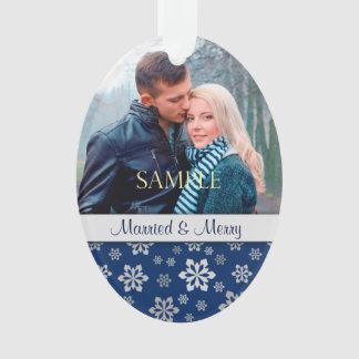 Noël marié et Joyeux de flocon de neige argenté