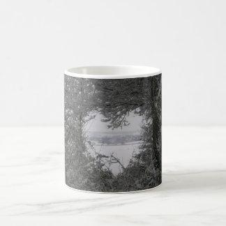 Noël noir et blanc de photo de coeur de neige mug blanc