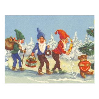Noël vintage, elfes pendant l'hiver de forêt de carte postale