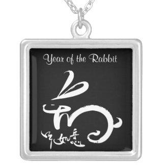 noir/2011 ans blanc année chinoise de lapin de la pendentif carré