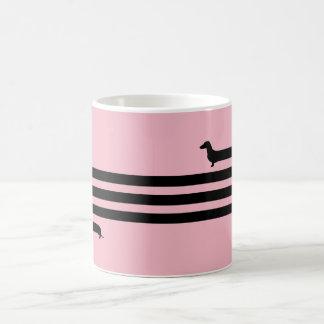 Noir et rose drôles de tasse de teckel