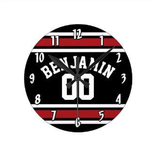 Noir et rouge folâtre le nombre nommé fait sur horloge ronde