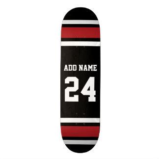 Noir et rouge folâtre le nombre nommé fait sur skateboard