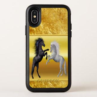 Noir et un cheval blanc qui combattent