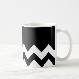 Noir-Motif-Sur-Noir-et-Blanc-Zigzag Mug